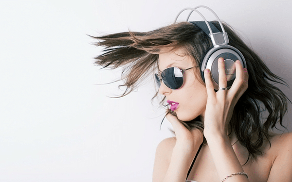 The Top Headphones for Women In 2018