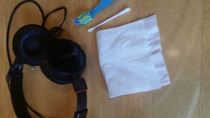 how to clean your headphones 1
