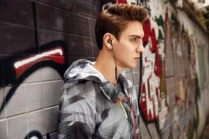 Top 15 Best Earbuds with Microphone in 2019 - Ultimate Guide